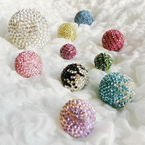 球体のチャトンボールの成形をするモルド